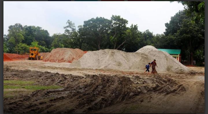 গুরুদাসপুরে বিদ্যালয় মাঠে নির্মাণ সামগ্রী, বিপাকে শিক্ষার্থীরা