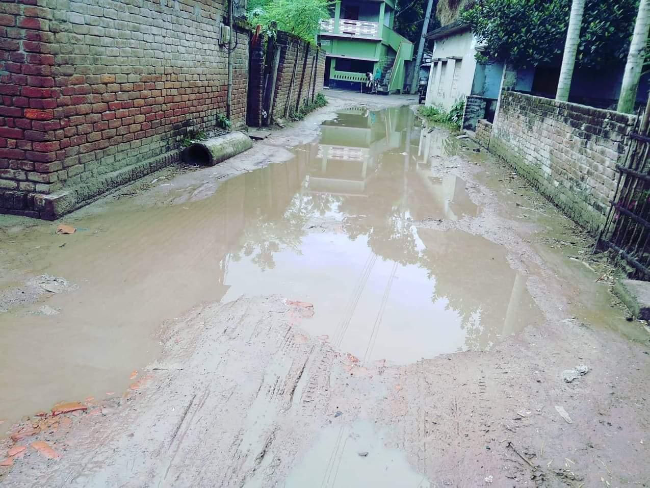 গোদাগাড়ী পৌরসভার বিভিন্ন এলাকায় সামান্য বৃষ্টিতে জলাবদ্ধতা সৃষ্টি হয়