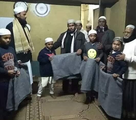 বিজিএমইএ'র সাধারন সম্পাদক মুনছুর খালেদ এর উদ্যোগে ক্ষুদে হাফেজদের শীতবস্ত্র বিতরণ