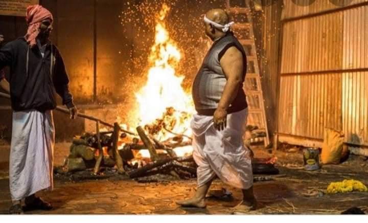 ভারতে হিন্দুদের শ্মশানে পোড়ানো হলো করোনায় মৃত মুসলমানকে
