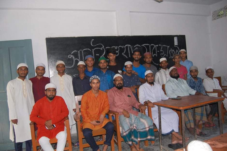 ঝালকাঠি 'আল ইত্তেহাদ যুব সংগঠন' এর ইফতার ও ঈদ সামগ্রী  বিতরণ