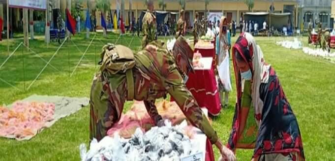 নরসিংদীতে সেনাবাহিনীর বিনামূল্যের সম্প্রীতির বাজার