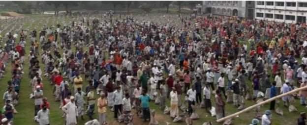 ধামরাইয়ে ৩৭৫০ টি পরিবার কে এমপি বেনজীর আহমদের ঈদ উপহার সামগ্রী বিতরণ