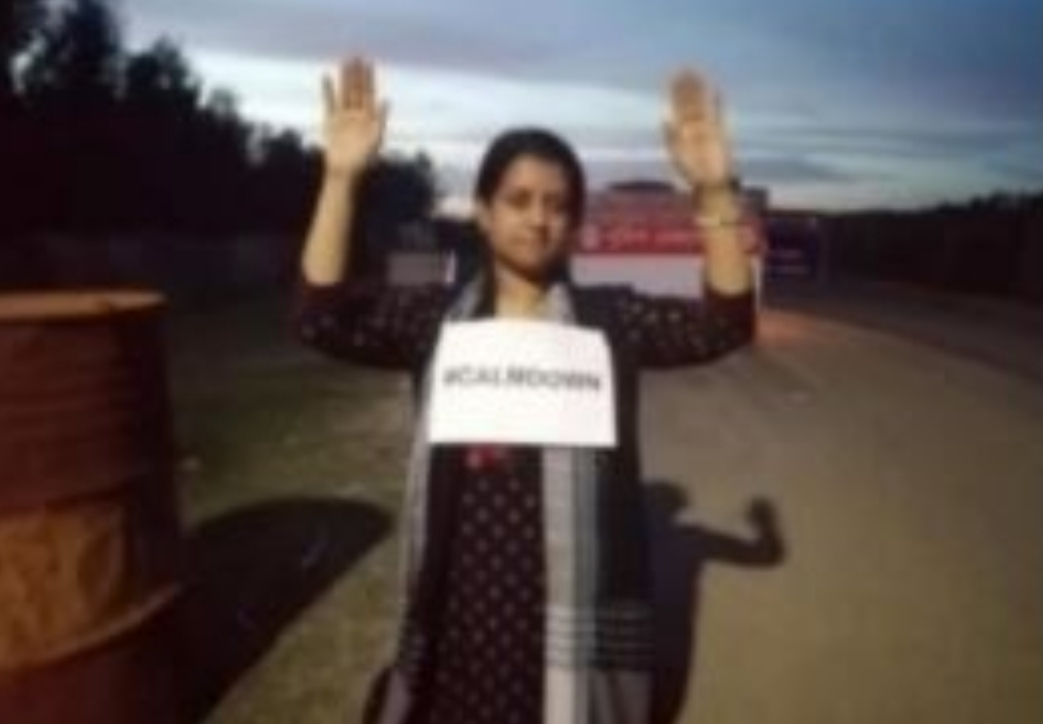 সিনহা হত্যাকাণ্ড: বোনের অভিনব প্রতিবাদ