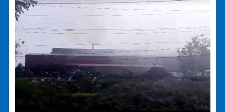 মুন্সিগঞ্জের গজারিয়া কালো ধোয়ায় গ্রাস হয়ে আছে এলাকাবাসী